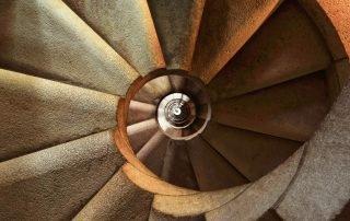 Bridging spiral staircase